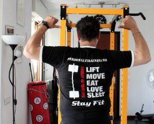 t-shirt uomo con grafica del merchandising di personalfitrainer milano