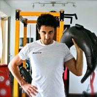 t.shirt uomo bianca personalizzata con nome dallo studio personal fit trainer